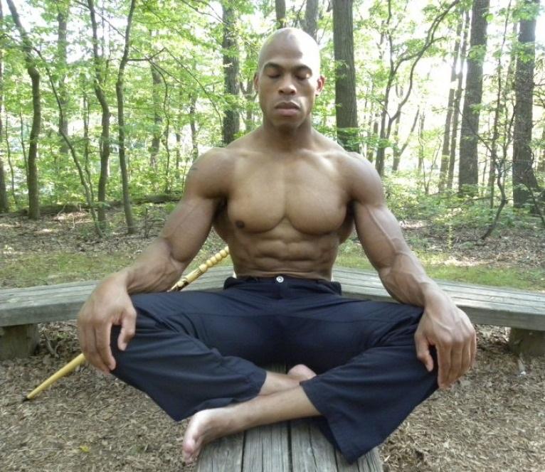 dr Nun Amen Ra meditando