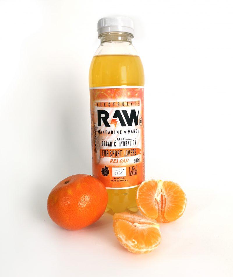 Botella de RAW superdrink con media mandarina
